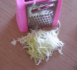 cut the white cabbage